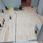ゲストハウス新築工事、置床・乾式二重床、ダミー合板、捨て貼り、フローリング根太張り工事
