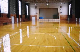 体育館床フローリングウレタン塗装