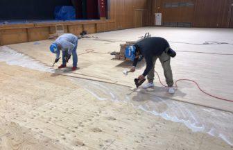 体育館改修工事、鋼製床下地組み及びスポーツフロア工事