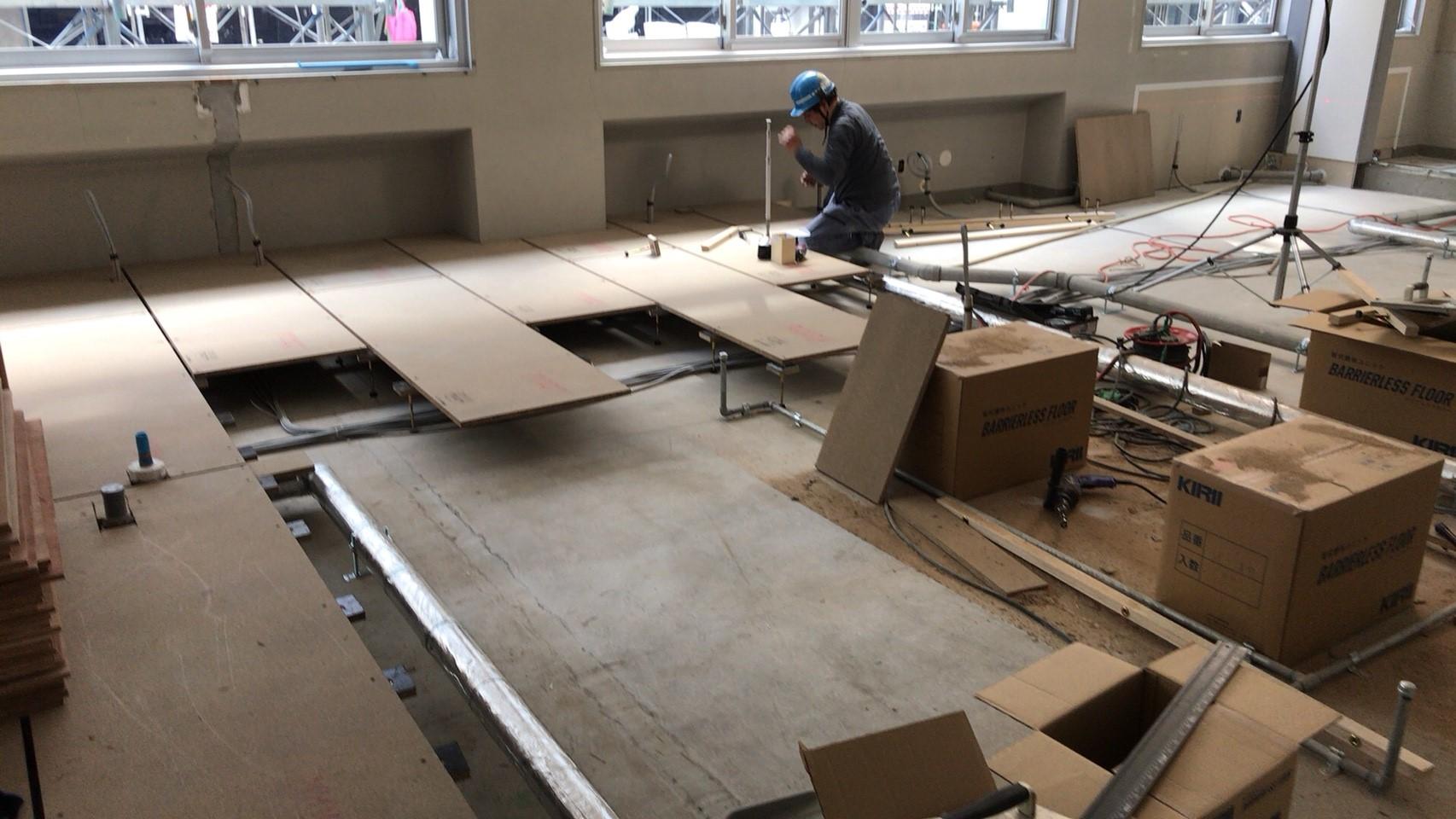 大学キャンパス新設に伴う置床・乾式二重床、捨て貼り他施工