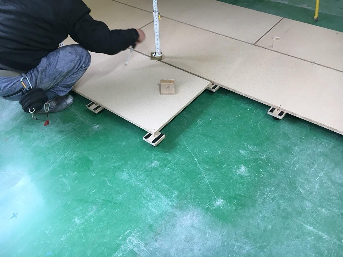 工場内事務所改修工事、既存塗床上置床・乾式二重床工事