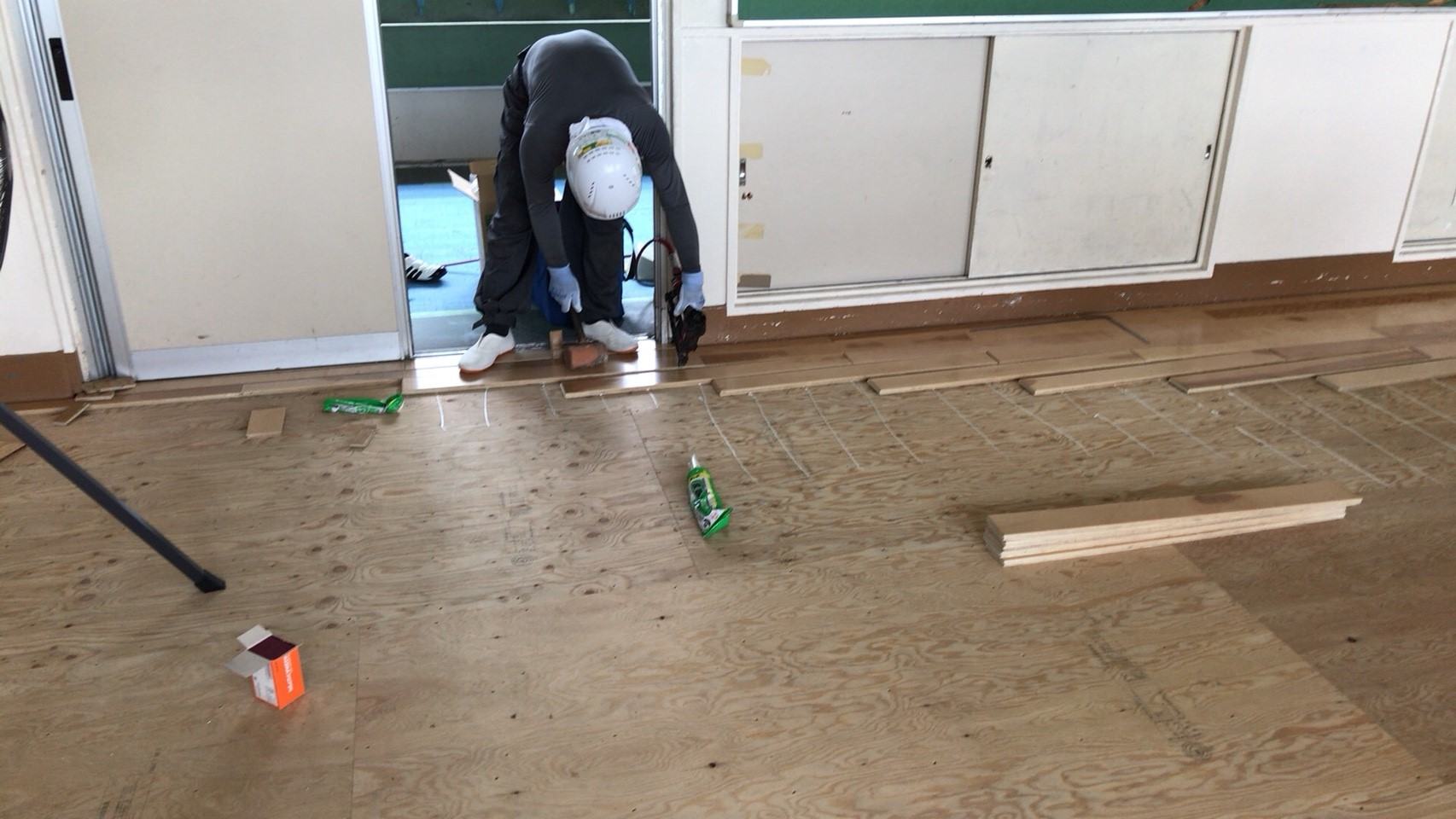 熊谷市立大里中学校床改修工事