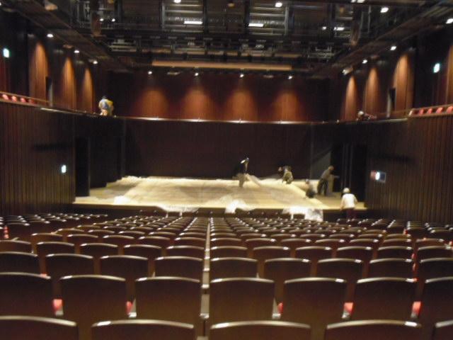 多目的ホールステージサンディング工事前