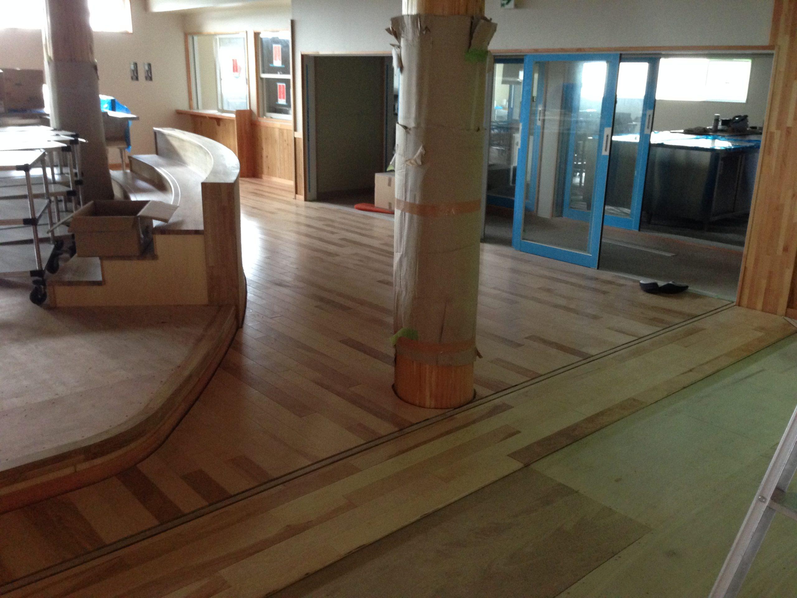 保育園移設新築工事、置床・乾式二重床及びフローリング工事