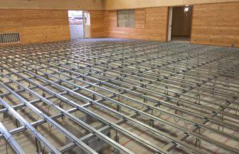 体育館組床タイプ鋼製床下地及び大型積層フローリング特殊貼り工事