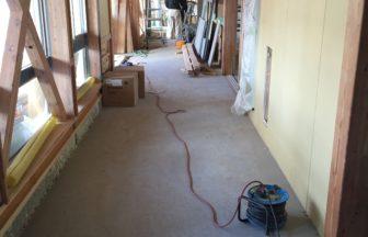 保育園新築工事、床暖房廻りダミー合板、フローリング釘打ち工事