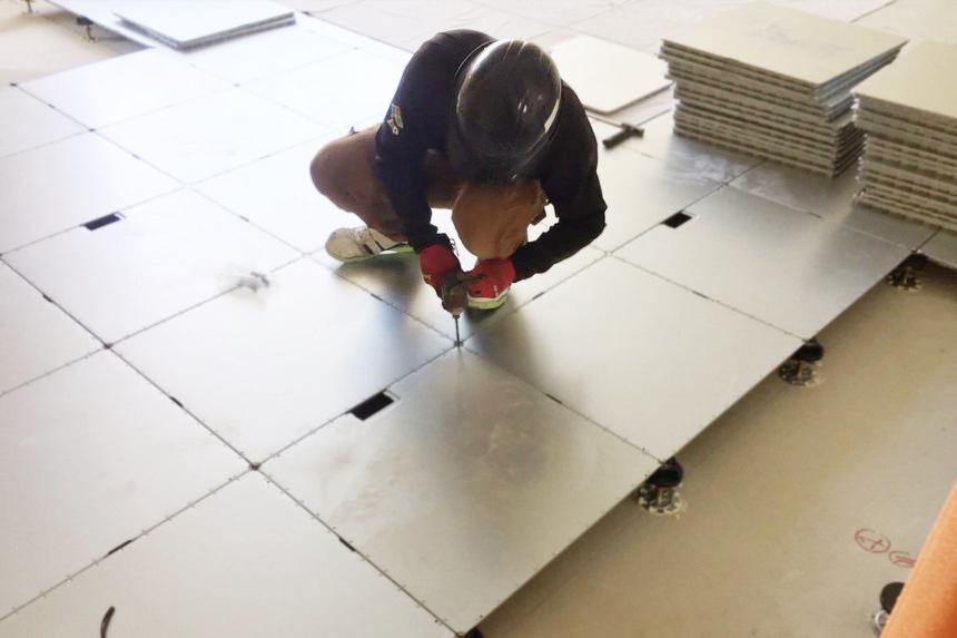 OAフロアレベル調整施工