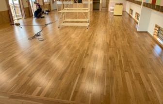 保育園多目的棟新築工事、床暖房廻りダミー捨て貼り、フローリング根太張り工事